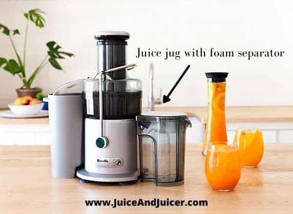Juice jug with foam separator